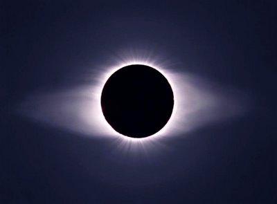 http://www.aetherczar.com/wp-content/uploads/solar_eclipse_corona_2.jpg